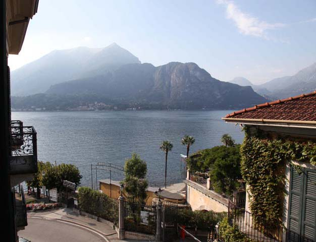 Free painting lesson. Bellagio, Lake Como Italy. How to paint lesson demonstrating The Power of Color